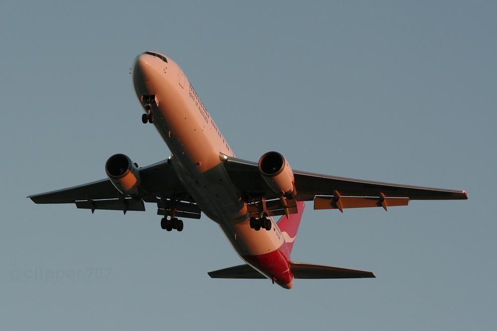 VH-OGK Qantas 767-338ER