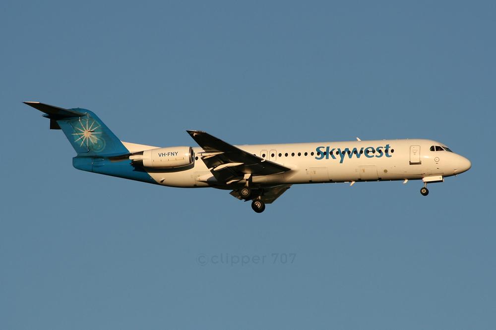 VH-FNY Skywest Fokker-100 8626